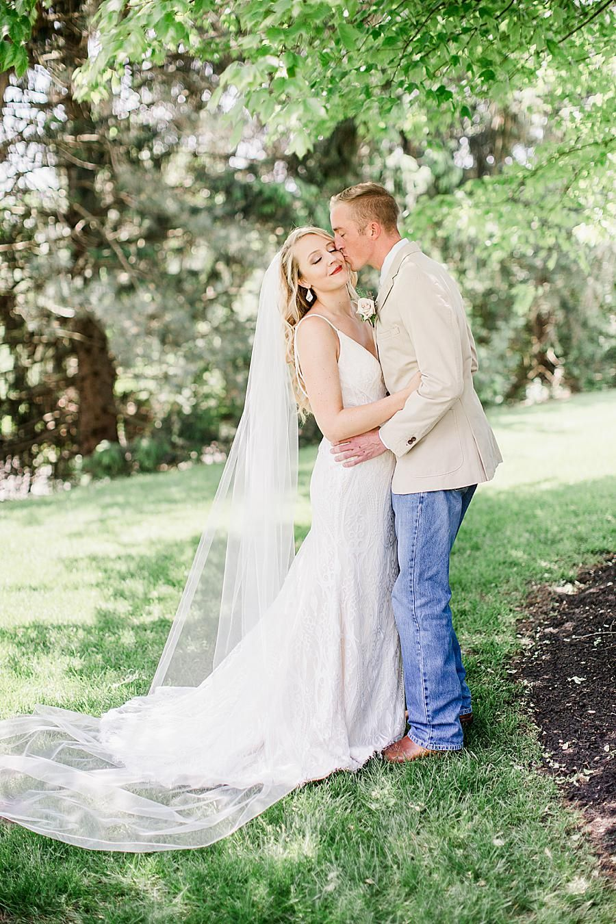 This Springtime Wedding In Dayton Ohio Featured Gorgeous Pastels Rose Gold Accents And A Han With Images Knoxville Wedding Photographer Knoxville Wedding Groom In Jeans