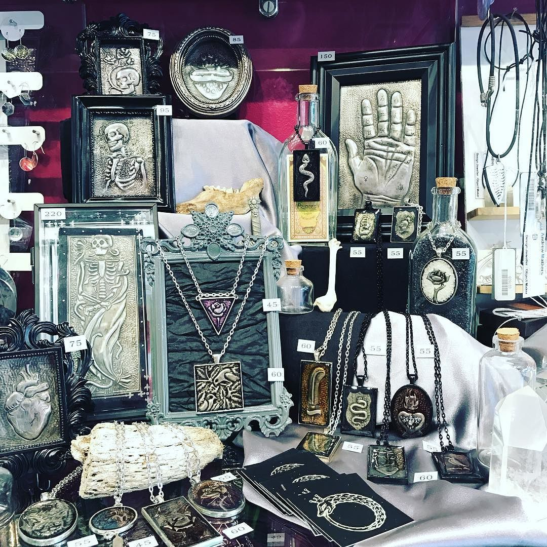 A Curious Elixir just set up her cube and it looks simply amazing! She creates these beauties using a technique called #repousse - #handembossing every piece!