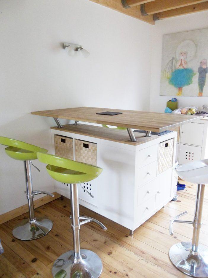 Transformez L Ikea Kallax Dans Un Bar Ou Un Bloc Cuisine Magnifique Voici Les 8 Hacks Ikea Malins Diy Idees Creativ Ikea Detournement Meuble Ikea Ilot Bar