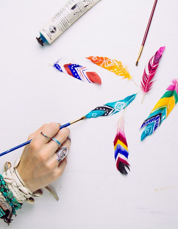 47 fun pinterest crafts that arent impossible cool crafts ideas cool diy ideas for fun and easy crafts diy painted feathers awesome pinterest diys that are not impossible to make creative do it yourself craft solutioingenieria Choice Image