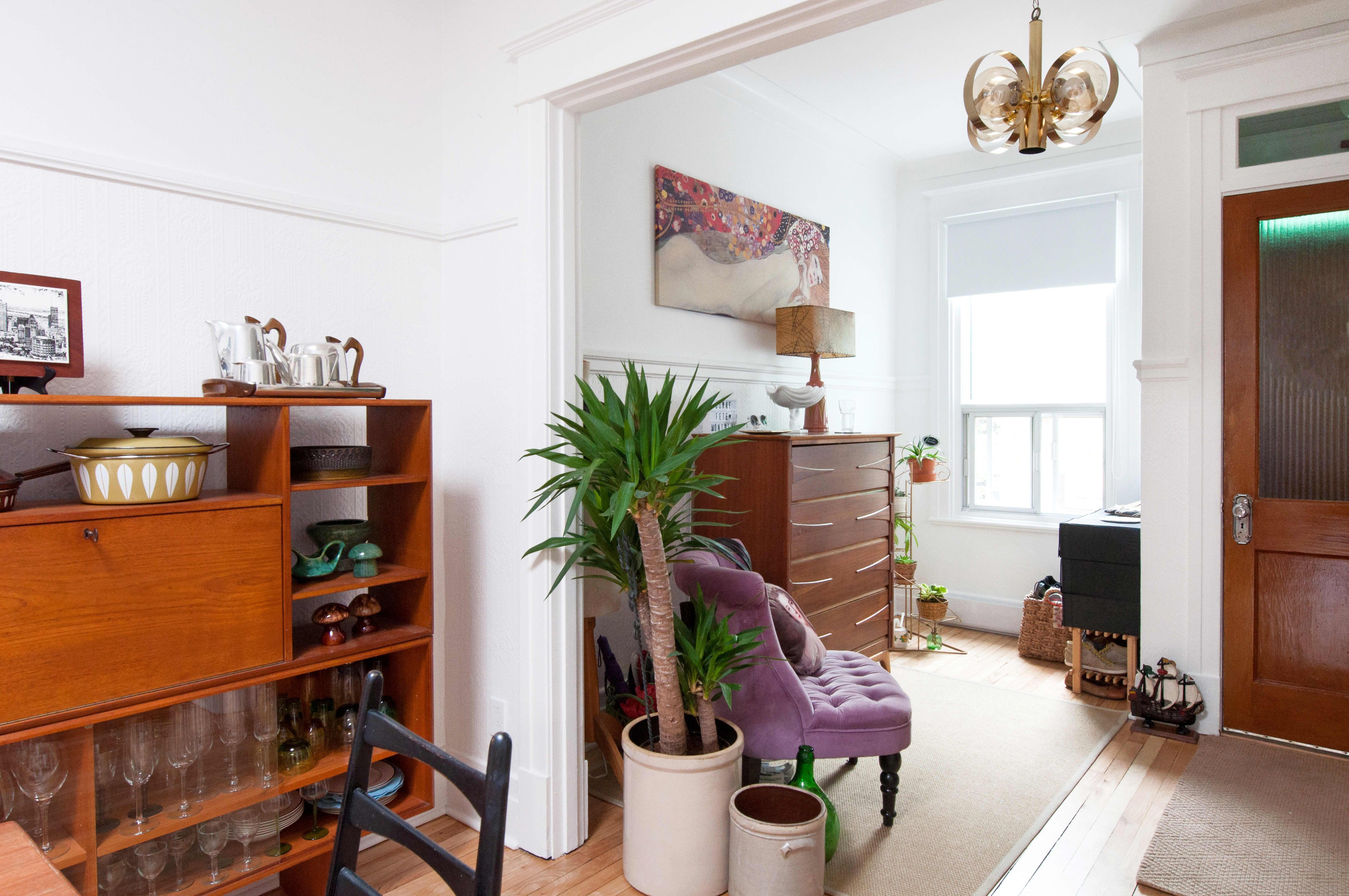 A Montreal Duplex Unit Filled With Eclectic Vintage Finds Eclectic Apartment Decor Vintage Apartment Vintage Eclectic