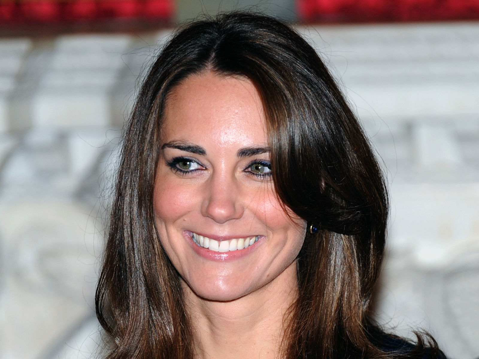Did You Know The Duchess Of Cambridge Used Braces To Get Her Mesmerizing Smile Bro Kate Middleton Hair Kate Middleton Wedding Kate Middleton Wedding Dress