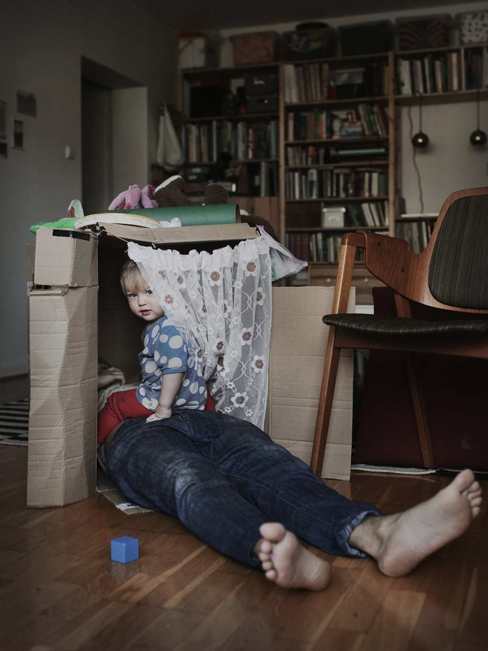 Swedish Dads: Johan Bävman Documents Stay-At-Home Dads And Their Kids #inspiration #photography