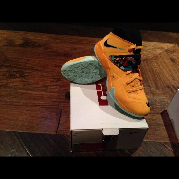 35824106600 Lebron Soldier 7 Pop Art Size 10 These are LIKE NEW! Only used literally  twice