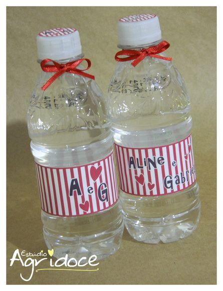 Garrafinha de água sem gás Nestlé, 300ml personalizada com o tema Chá Bar.  *O rótulo NÃO é a prova d'água. R$ 3,00