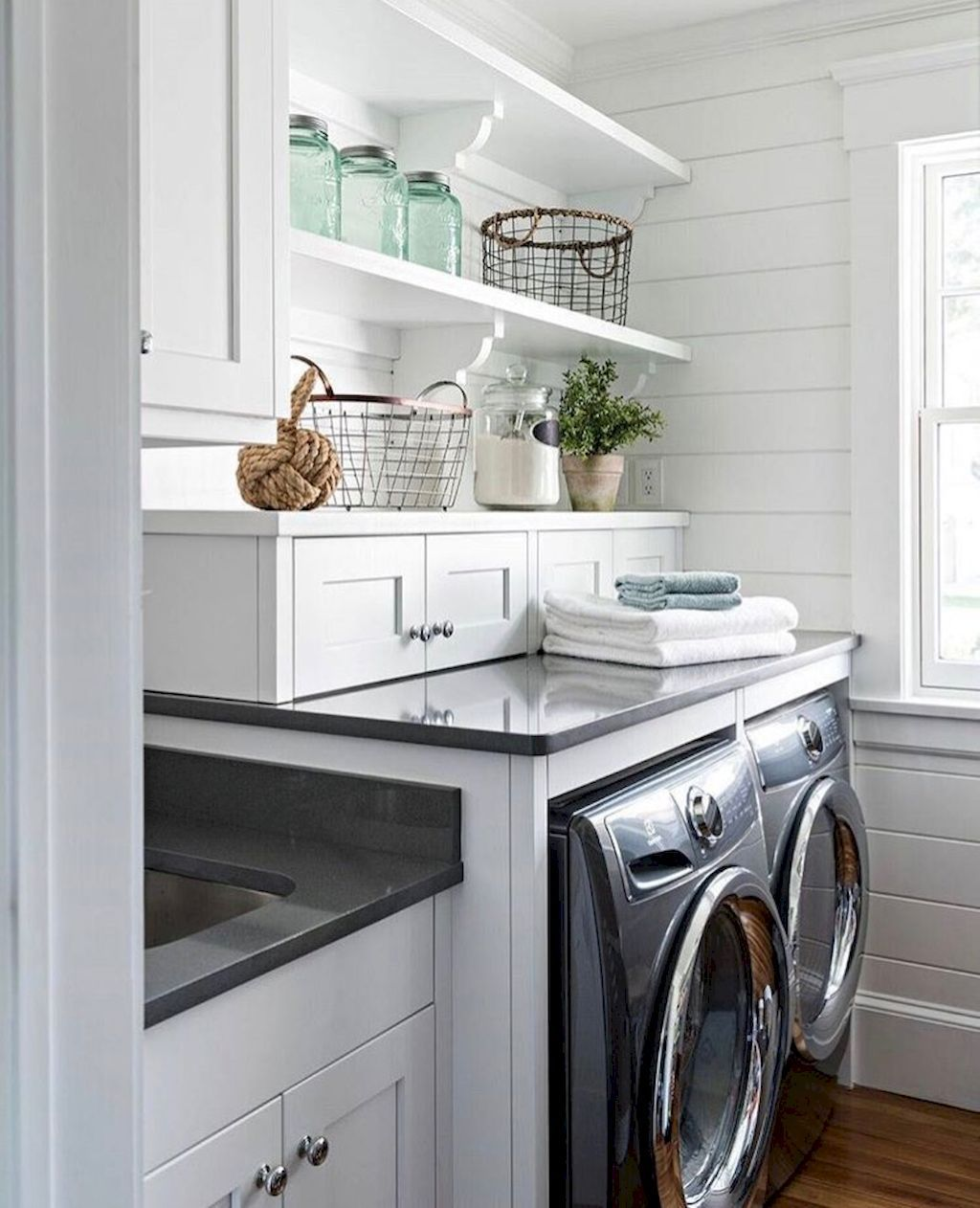 Amazing Farmhouse Laundry Room Decorating Ideas 16 Farmhouse