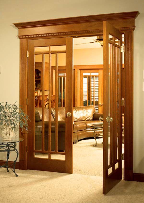 распашные классические межкомнатные двери в интерьере