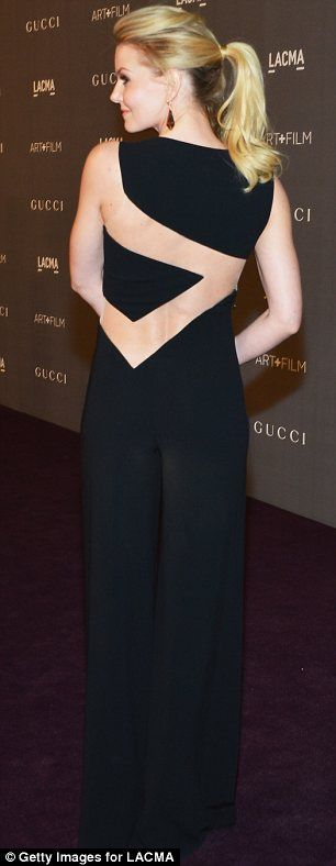 Stil çalmak: Jennifer Morrison bir cut-out tulum ile Rosie izlerini takip