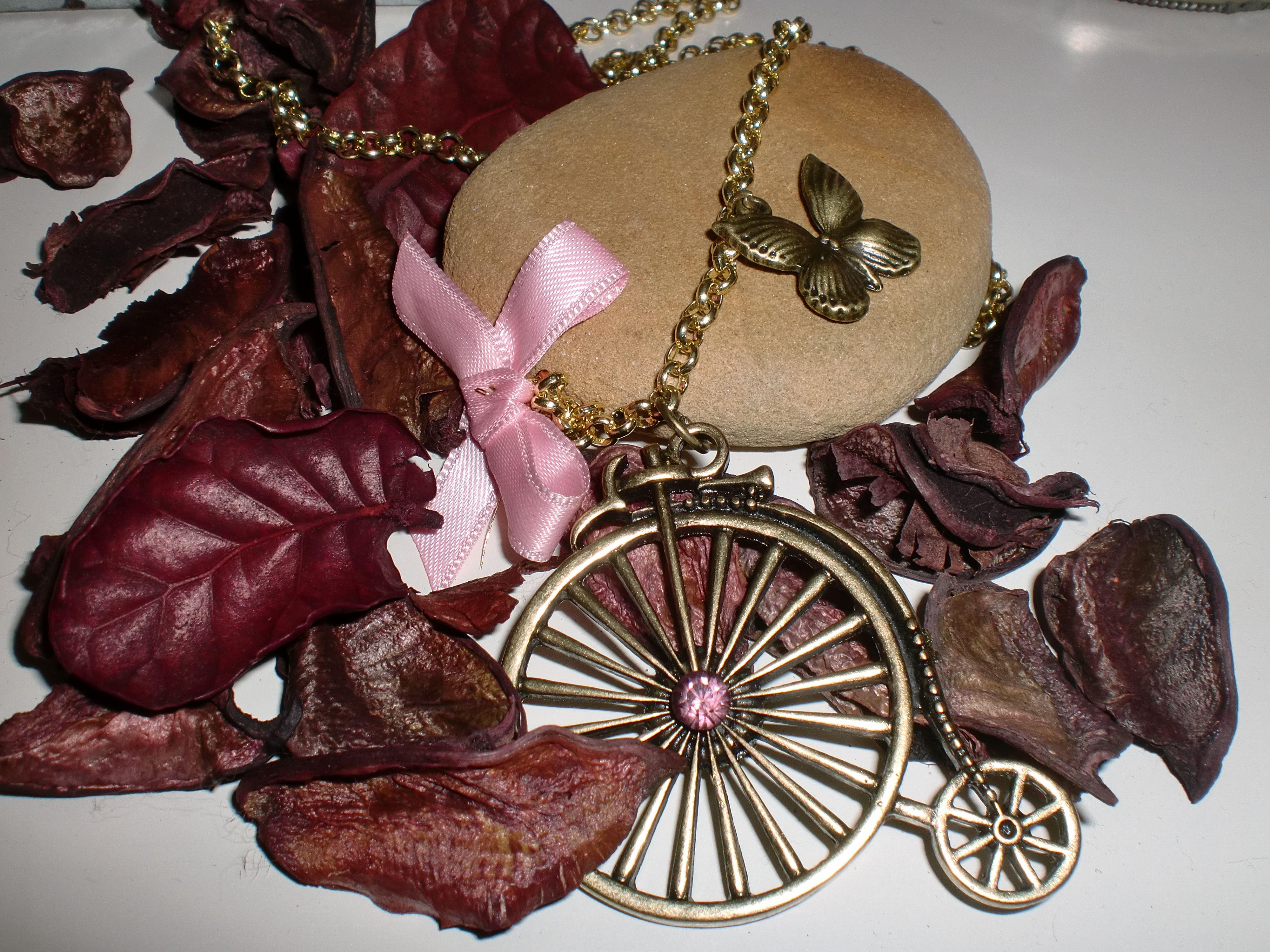 lazo rosa bici antigua y maripositas...