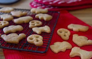 Halloween Biscuits Recipe | Desserts Recipes | Schwartz