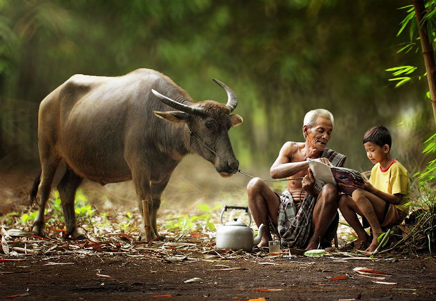 Everyday Life In Indonesian Villages Captured By Herman Damar Village Photography Village Life Heartwarming Photos