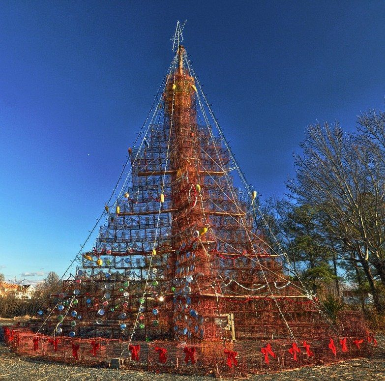 Only In Maryland A 50 Ft High Crab Pot Christmas Tree On Tilghman Island I Wonder If They Sprinkled Old Bay O Cool Places To Visit Christmas Town Scenic