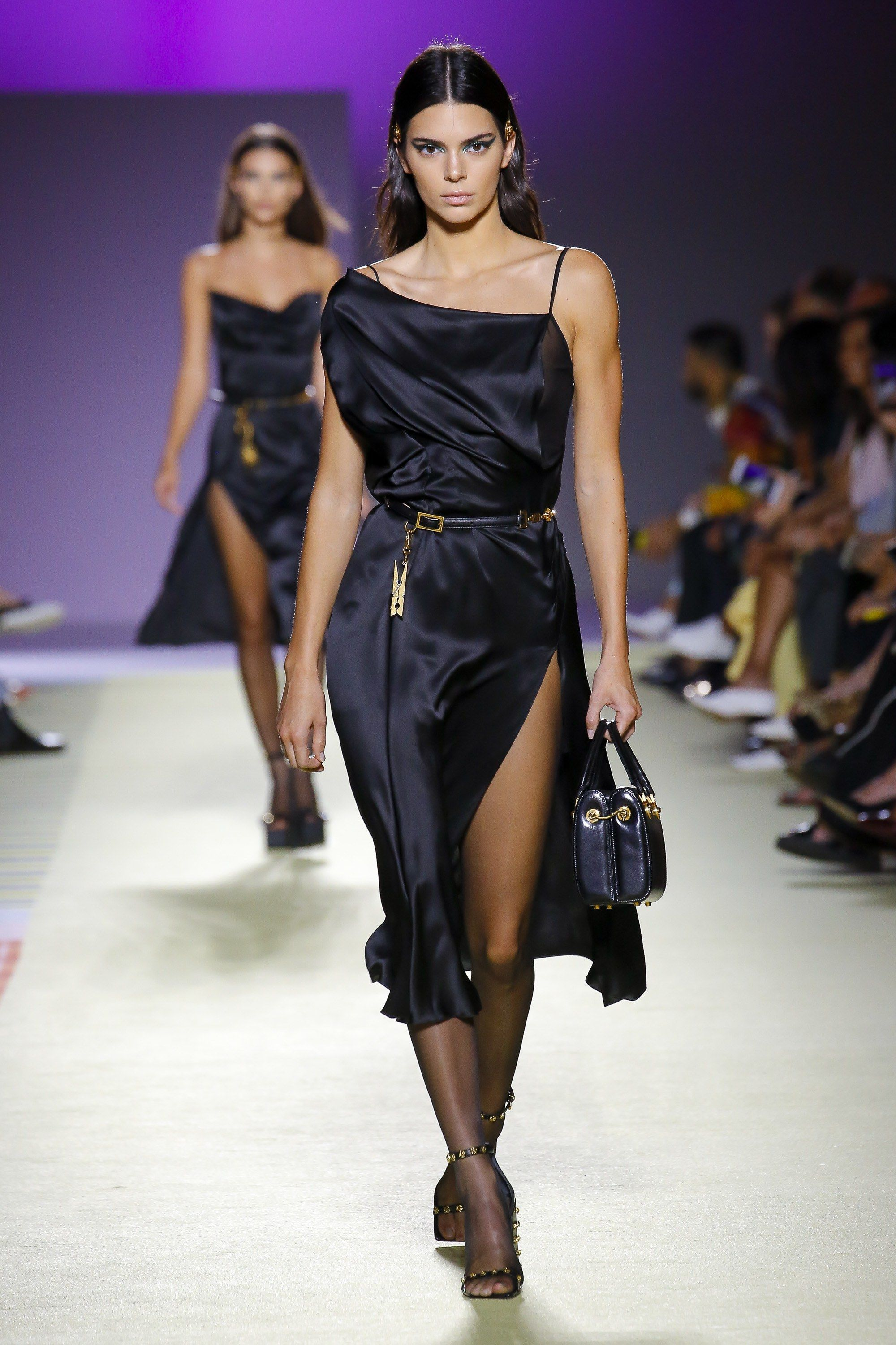 7182d688ff1e Versace Spring 2019 Ready-to-Wear Collection - Vogue  GlamourModels ...