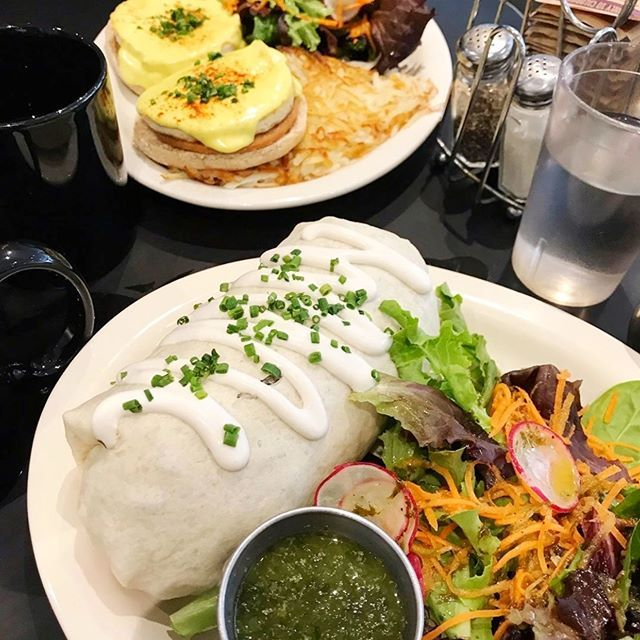 🌯The Early Bird Burrito and The Benedict, which one do y'all prefer 🤔 Awesome 📸 by @yesitsallvegan 🌈