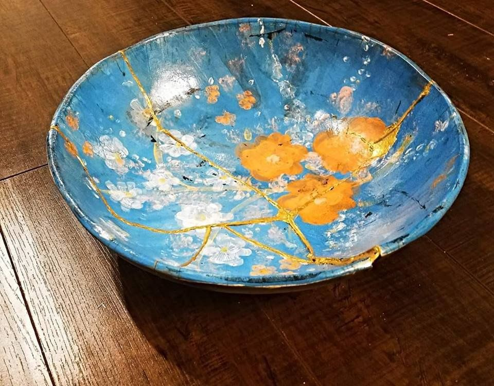 Til The Japanese Repair Broken Pottery With Gold Lacquer To Highlight Imperfections The Process Is Called Kintsugi In 2020 Kintsugi Wabi Sabi Blog Design Inspiration