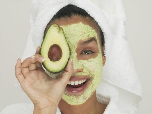4 HomeMade Face Masks for Dry Skin is part of home Made Face Mask - The winter season is upon us and that means so is the dry, winter skin that comes with it