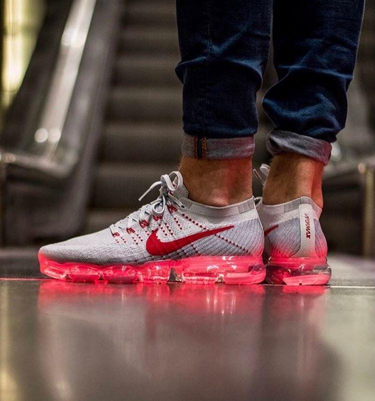 Tênis Nike VaporMax Air Flyknit Branco e Vermelho