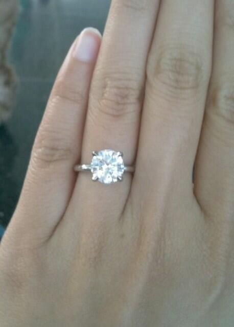 WeddingCatcher It Doesnt Need To Be Complicated Simplicity Is Beauty Solitary Diamond Round Wedding RingsEngagement