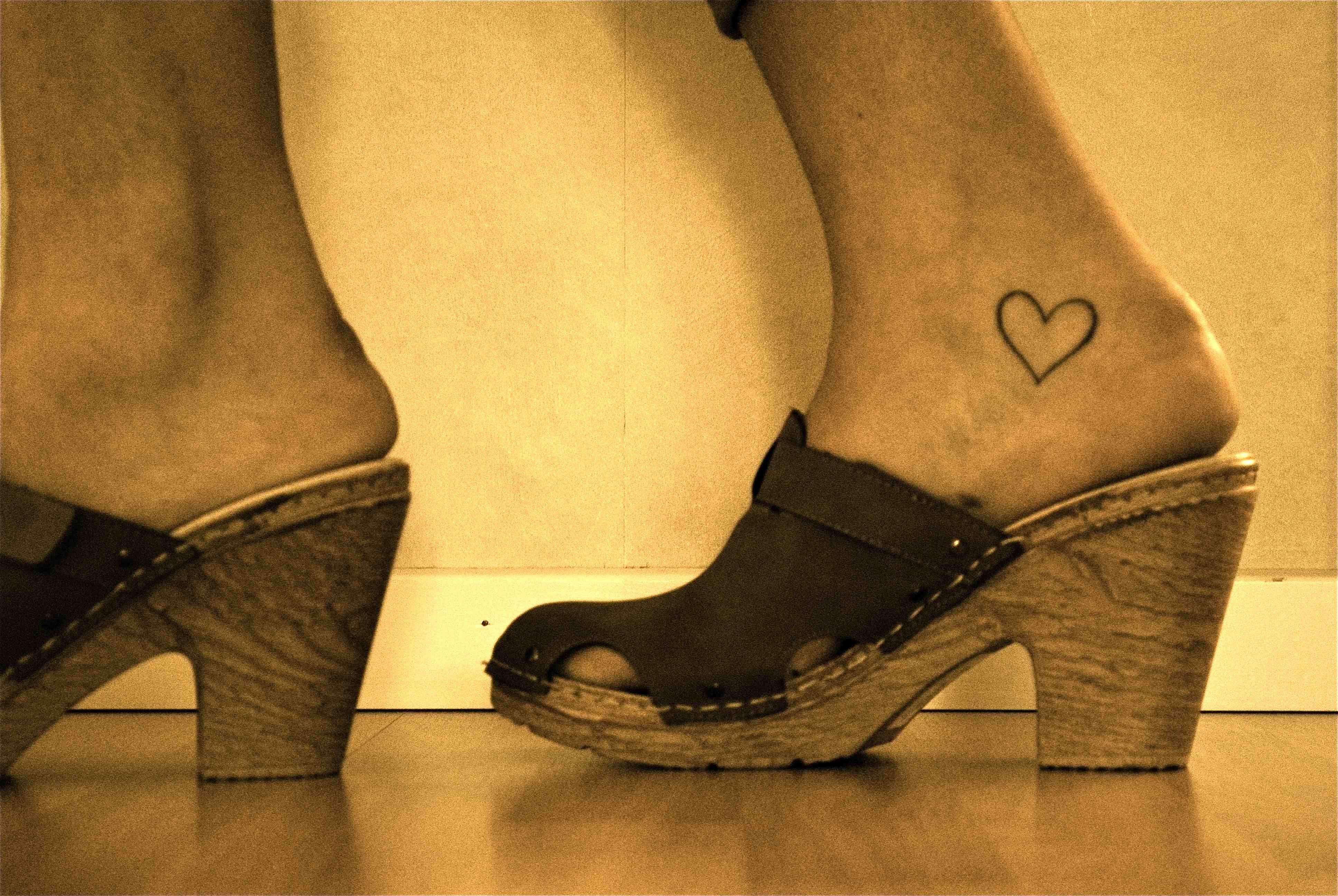 Heart foot tattoo designs cute tattoos pinterest heart foot