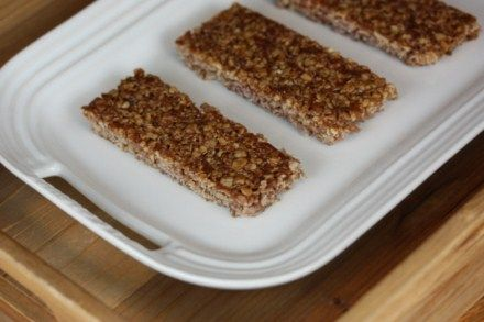Crunchy Homemade Granola Bars- A great breakfast, snack, or lunchbox idea.