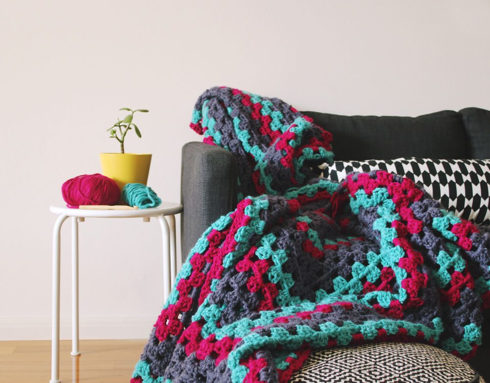 diy-granny-square-rug Tutorial ༺✿Teresa Restegui http://www ...