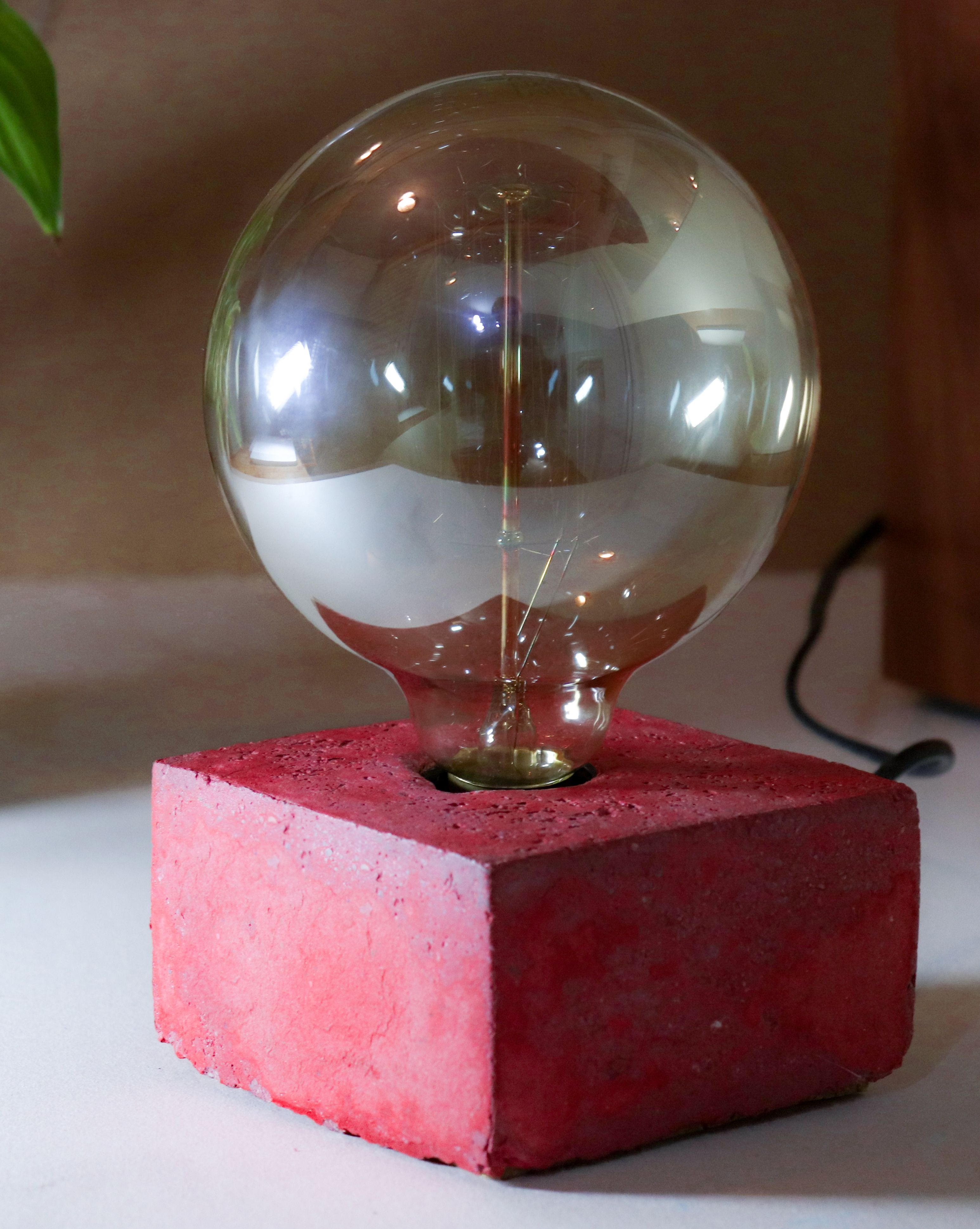 RED CONCRETE TABLE Lamp / Desk light with beton in Red
