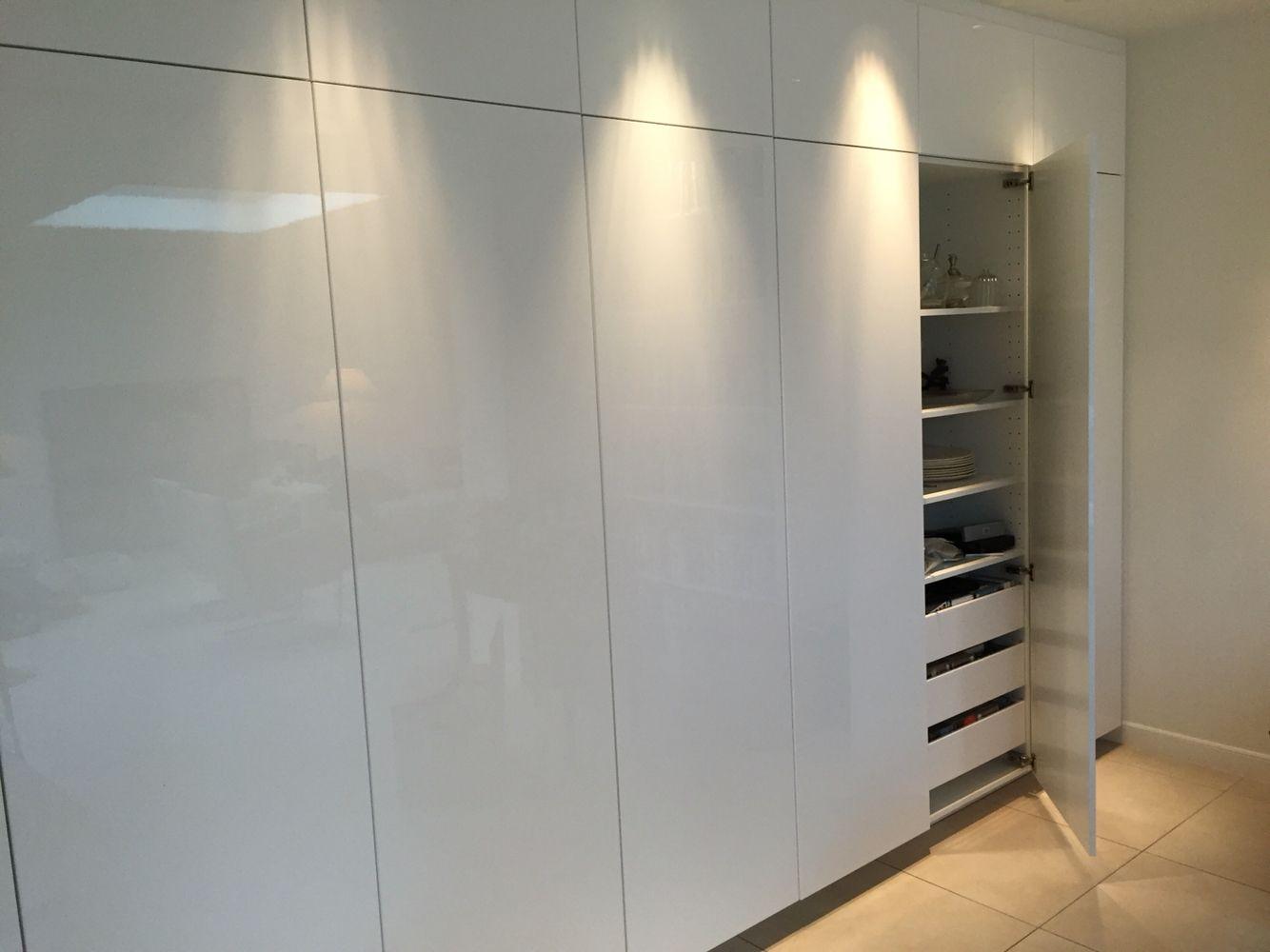 Kastenwand hoogglans wit IKEA keuken  Keukens
