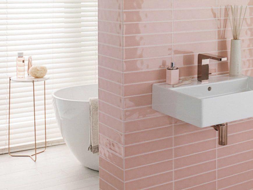 Comment décorer une salle de bain rose poudré - Joli Place