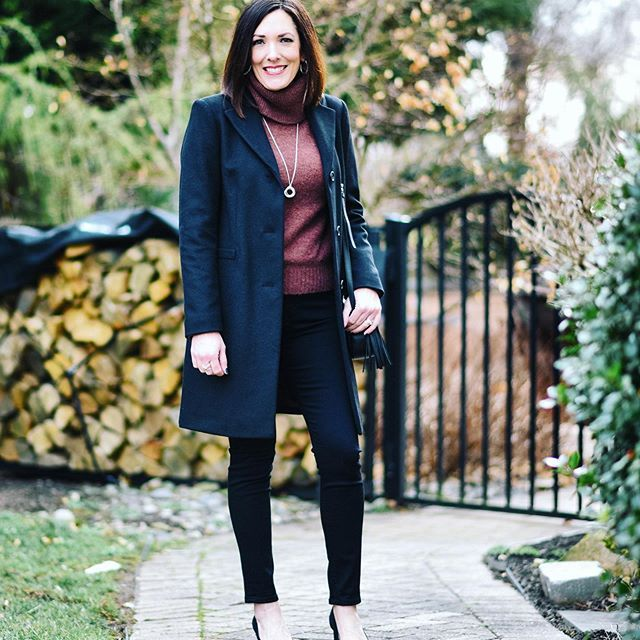 For years I've been saying I want to add a classic black wool blend coat to my winter wardrobe... finally bit the bullet when this one went on sale! I couldn't be more pleased.🖤 (Size down; I'm in the 4.) All details linked in bio👉🏻@jolynneshane. #sundaybest #wiwt #whati'mwearing #ootd #personalstyle #winterfashion #sweaterweather