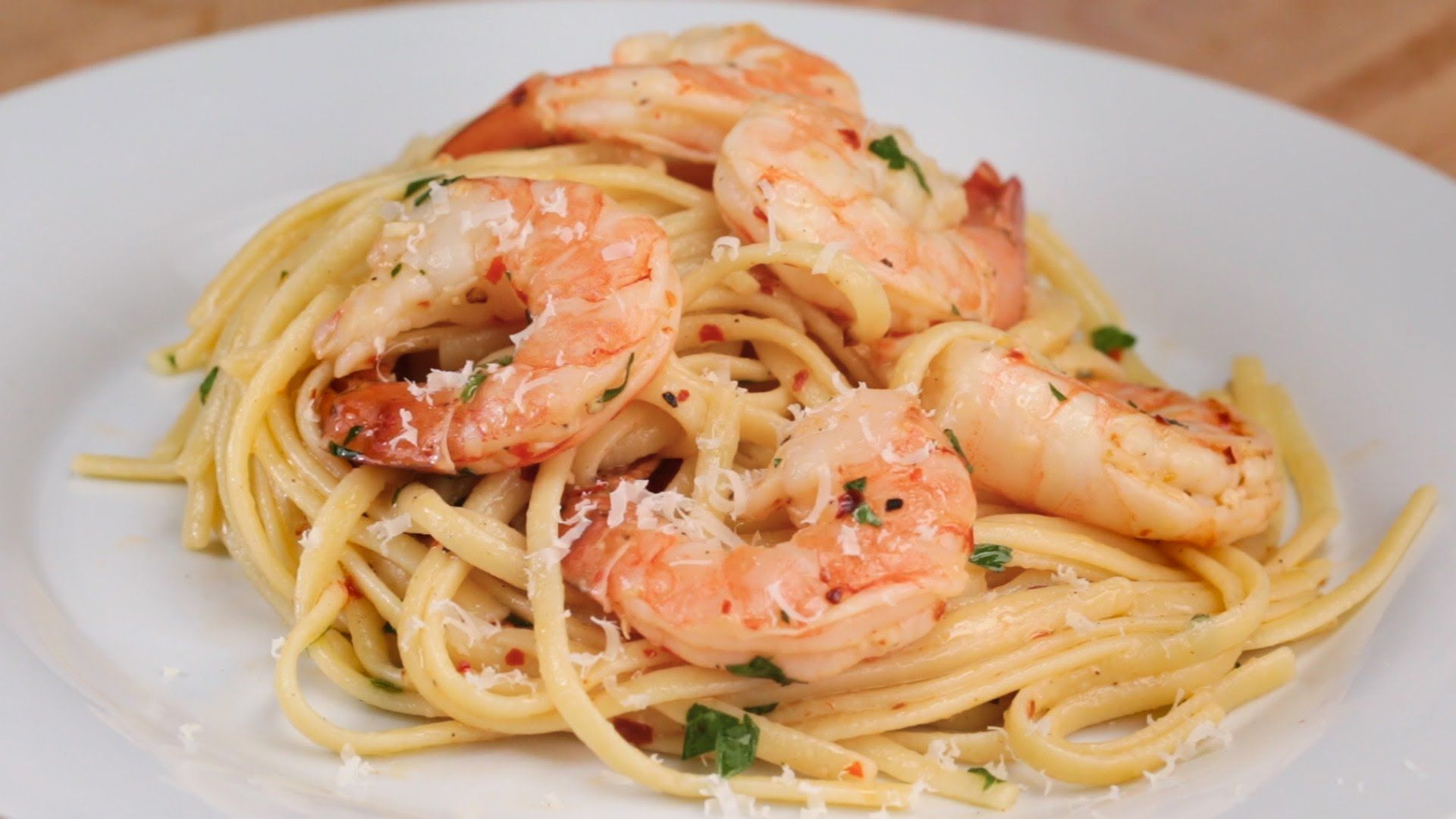Here is what you'll need! BAKED SHRIMP SCAMPI LINGUINE Servings: 4 INGREDIENTS 1 pound (500 grams) shrimp peeled and deveined 1 tablespoon salt 1 tablespoon pepper 1 tablespoon red chili flakes 3 cloves garlic, minced 6 ounces (180 grams) butter, melted 1 tablespoon lemon juice ½ cup white wine 8 ounces (250 grams) linguine pasta …