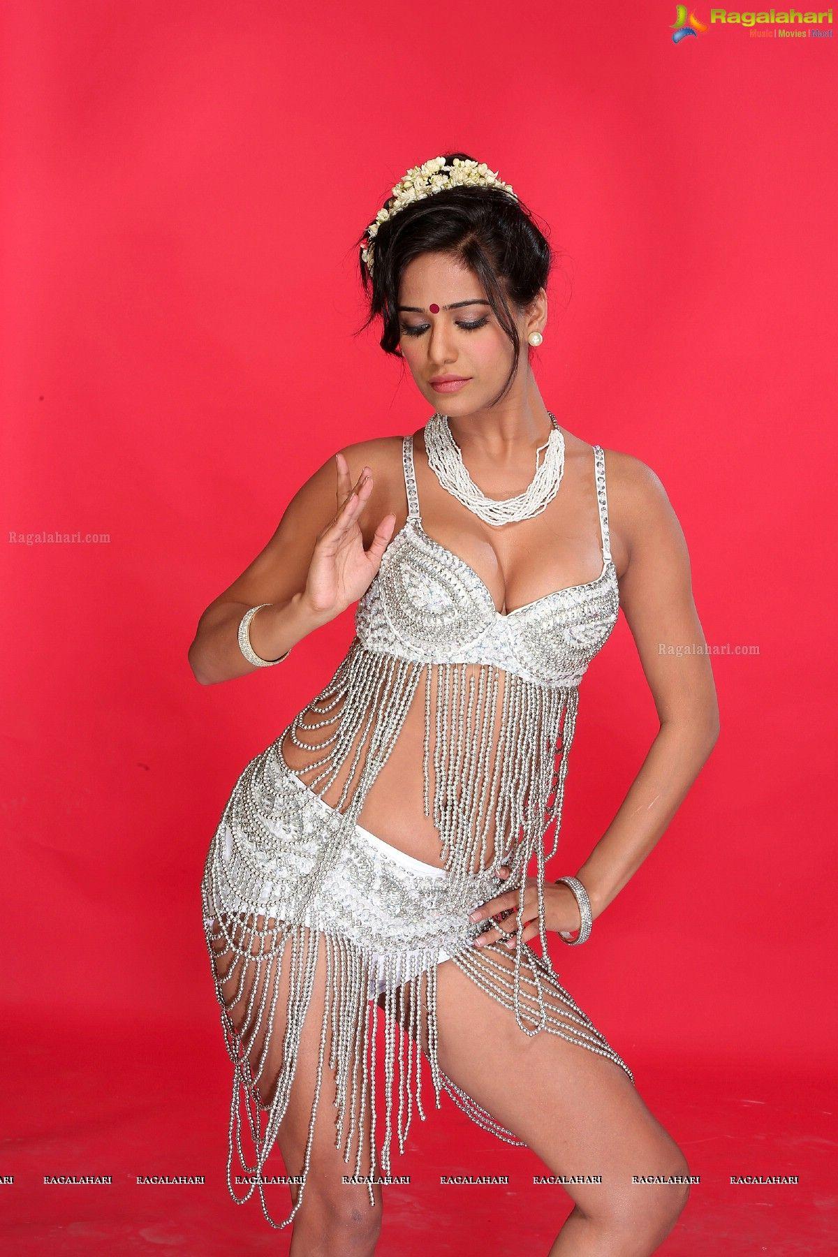 Poonam Pandey Leaked Nude Photos 5