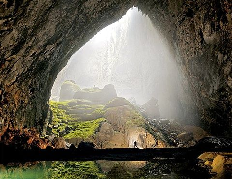 Offrant aux visiteurs un spectacle grandiose et fascinant, la caverne Son Doong de la province de Quang Binh (Centre) est parmi les premières destinations recommandées par nombre de sites web et magazines spécialisés dans le voyage.
