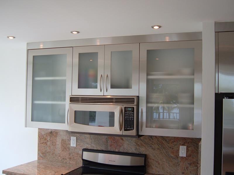 21 Sleek And Modern Metal Kitchen Designs Page 4 Of 5 Glass Kitchen Cabinets Aluminum Kitchen Cabinets Glass Kitchen Cabinet Doors