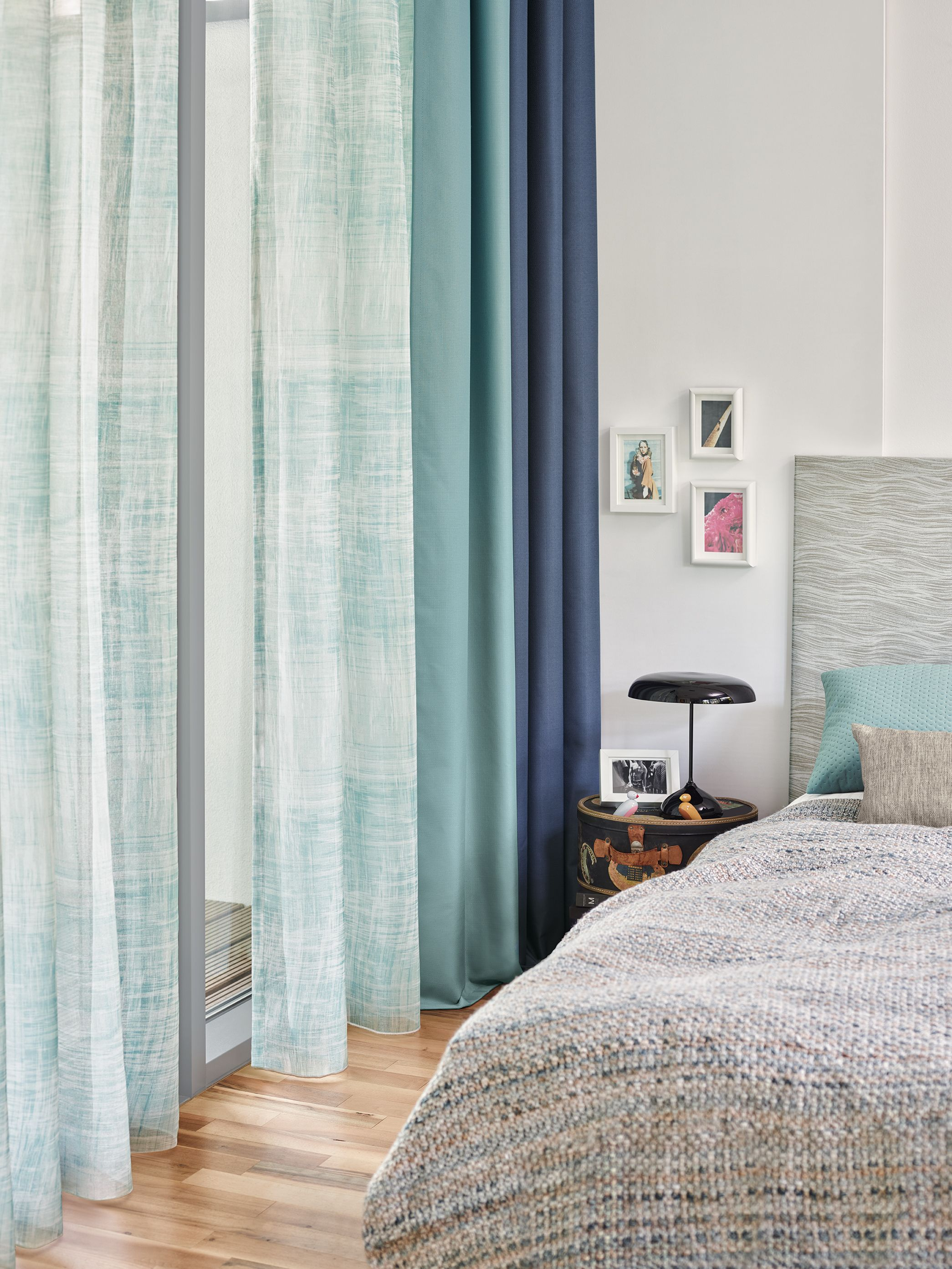 Ado Vorhänge Soothing Eye Catcher A Combination Of Several Blue Curtains By