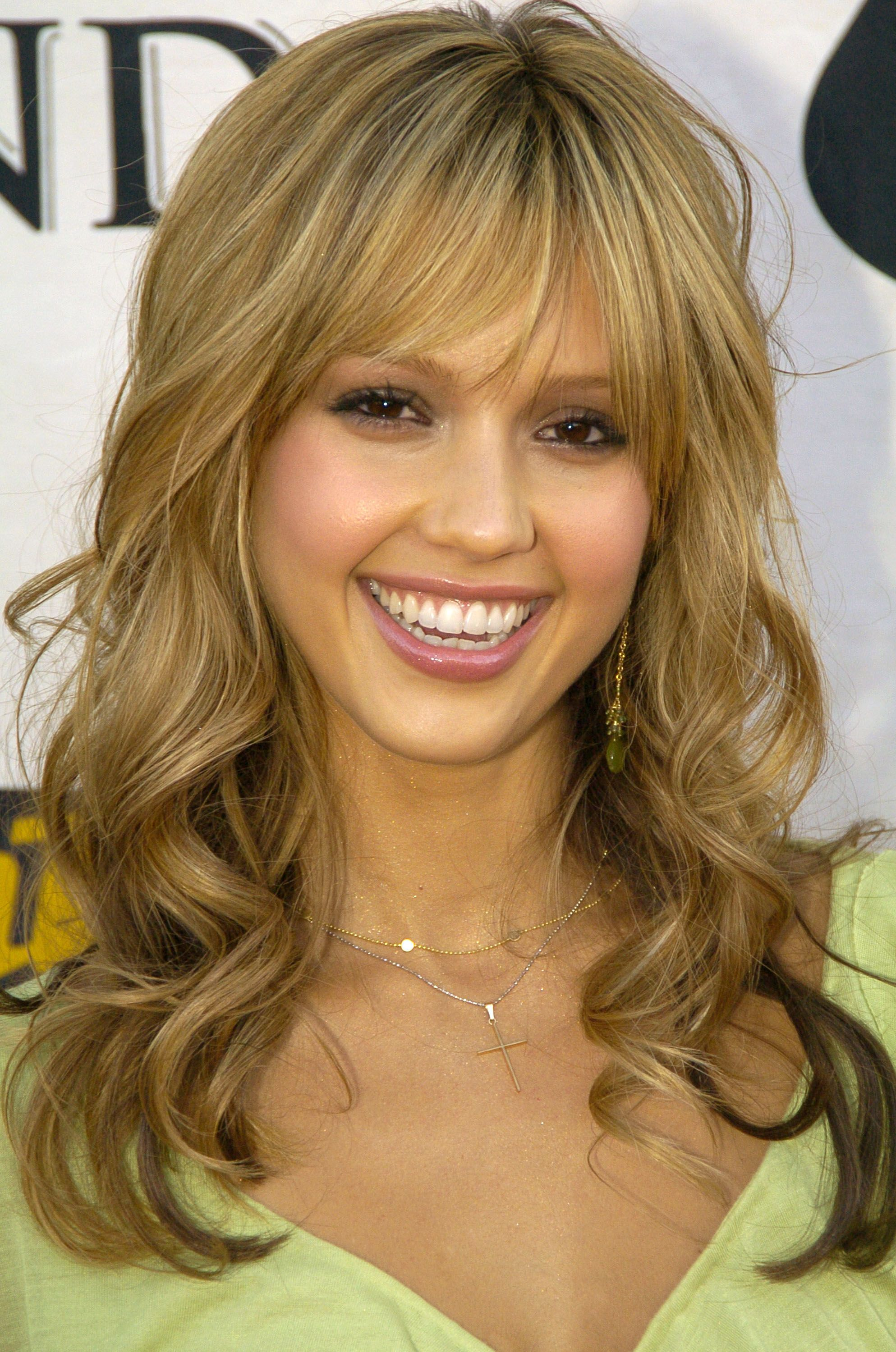Zoom In On 23 Of Jessica Alba S Best Beauty Looks Olive Skin