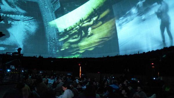 Storie di costellazioni e universi di Stan VanDerBeek. Foto di Marco Di Giovanni, Cine dreams a cura di Fondazione Trussardi, Civico Planetario, Milano.