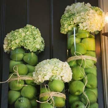 Come decorare la tavola con frutta e fiori flores arreglos dinner party decorations simple - Centro tavola con frutta ...