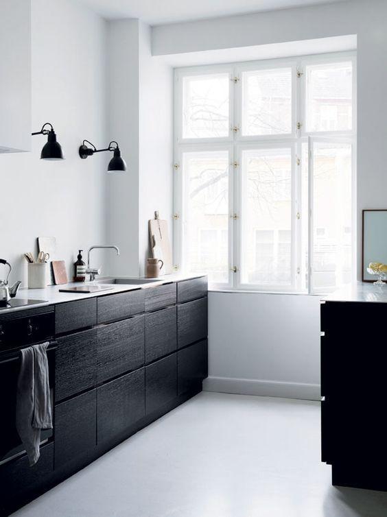 The beautiful home of Line Dahy Ernst (Scandinavian Love Song - küche schwarz weiß