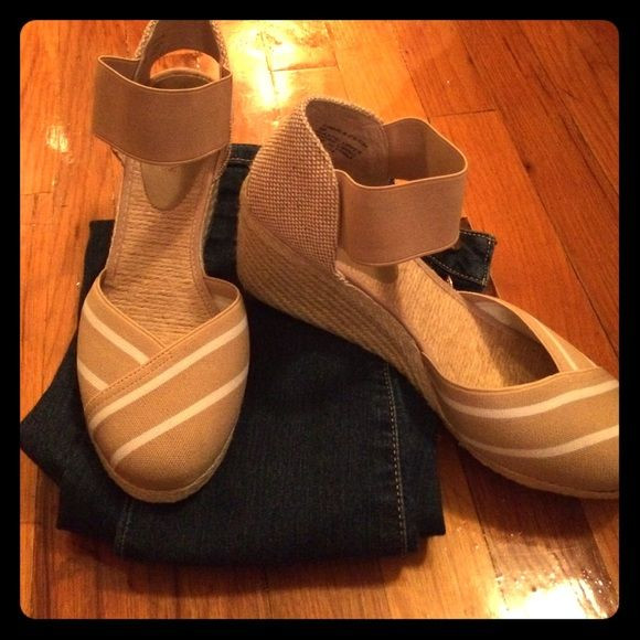 5fb8a8c6fd4 RALPH LAUREN beige wedges! Super cute wedges! Beige with white diagonal  stripes over toes