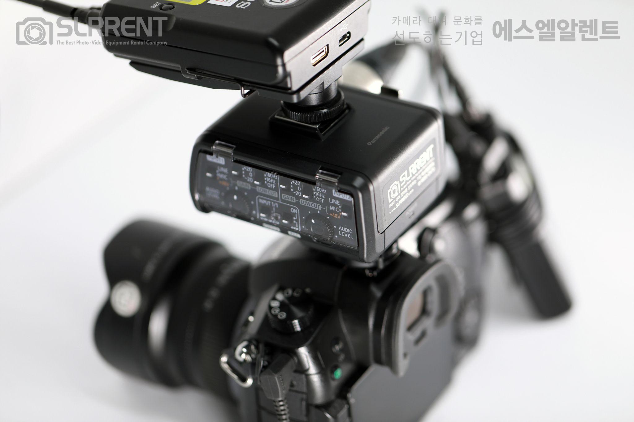 ✔Panasonic DMW-XLR1 입고! 고음질의 오디오 녹음을 위한 파나소닉 GH5용 XLR 어댑터! 카메라 본체 윗부분에 위치한 슈 커넥터에 장착을 하면 별도의 케이블 없이  마이크 전원 공급과 카메라에 마이크 오디오 입력이 가능합니다.  지금 에스엘알렌트에서 만나보세요 :)  Panasonic DMW-XLR1  24 Hours 10,000원 / Halfday 5,000원 https://goo.gl/7DYuAj  ✔Panasonic DMW-XLR1 Adapter SPECS -Connects to DC-GH5 through Hot Shoe -Provides Two XLR Audio Inputs -Control Panel with Clear Cover -Physical Switches & Dials -Recording at up to 96 kHz & 24-Bit