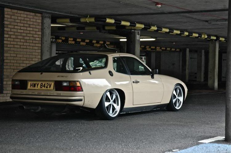 Porsche 924 Uk Rhd Spec Lowered Slammed With Modern Fuchs Wheels Porsche 924 Custom Porsche Vintage Porsche