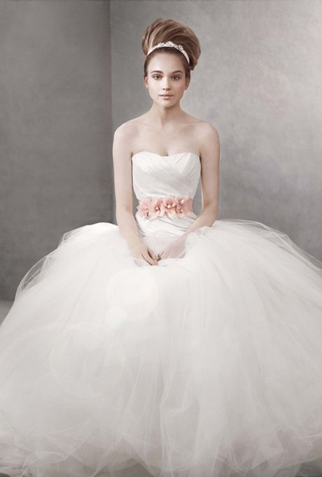 Rosa clar fall 2014 cesar strapless beaded organza and for Vera wang princess ball gown wedding dress