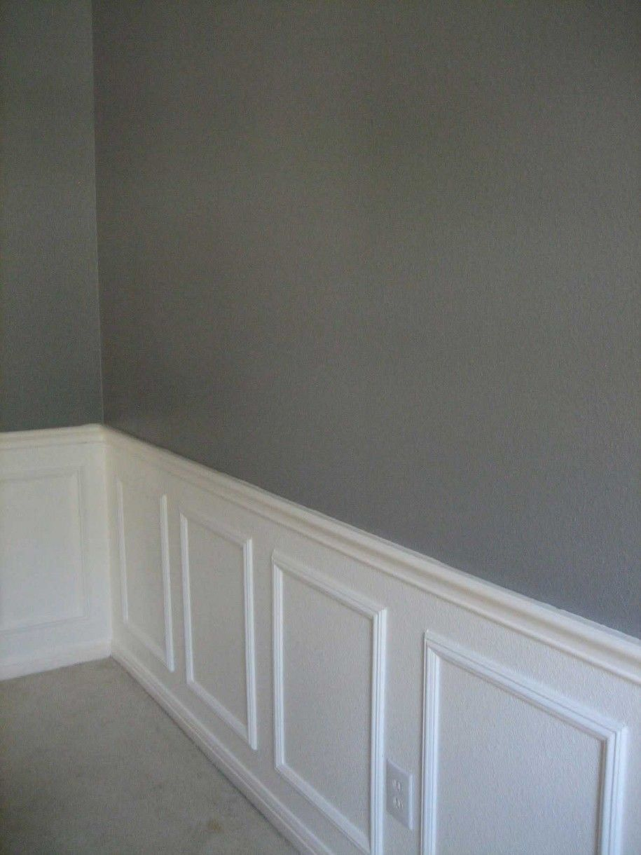 Wainscoting ideas your interior through wainscoting for Living room wainscoting ideas