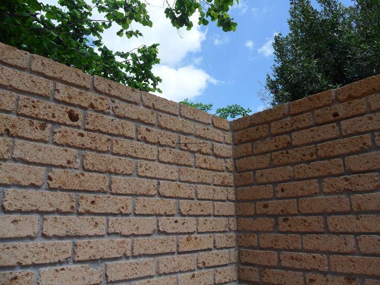 Blocchi Di Tufo.Muro Con Mattoni Di Tufo Nel 2019 Mattoni Giardinaggio E