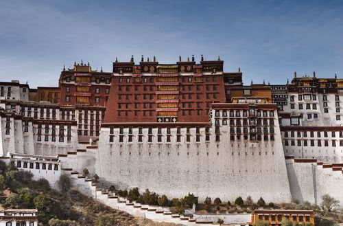 Pin By Lisa Dakhlalla On Das Haus Beautiful Buildings Tibet Lhasa