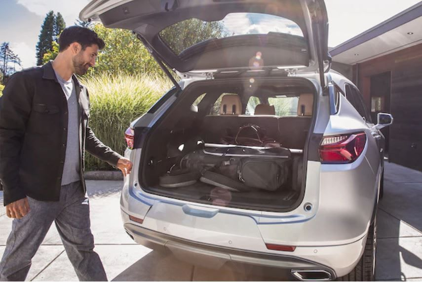 A Chevrolet first, the sturdy floormounted rail system in