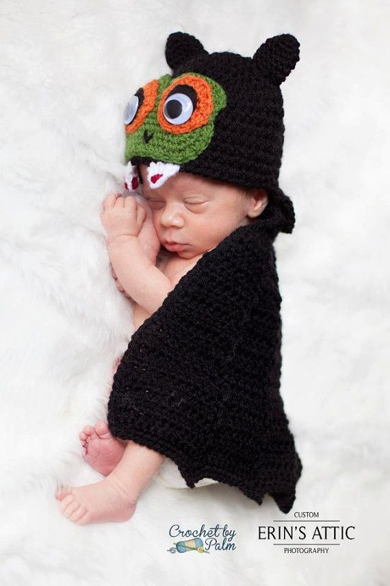 0251541e2 Can you believe this mini Dracula? Crochet Dracula Baby Hat and Cape ...
