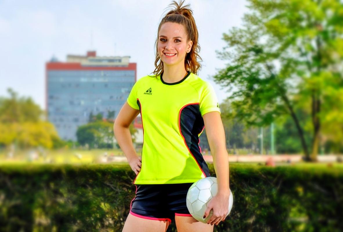5eaf606f539 Uniforme de Futbol para Mujer modelo Pantera - Amarillo y Negro ...