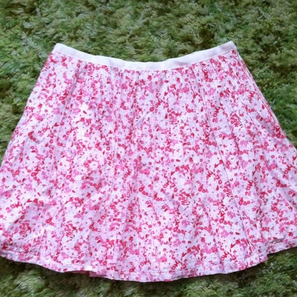 Printed cute skirts. Very cute printed cute skirts. Size small.fit 26 waistlane. From forever 21. In a good condition. Make me an offer. Forever 21 Dresses