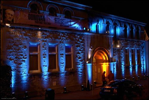 Uplighting Is A Great Way To Attract Customers And Glam Up Your Networking Event Get The Look For J House Lighting Outdoor Blue Lighting Facade Lighting